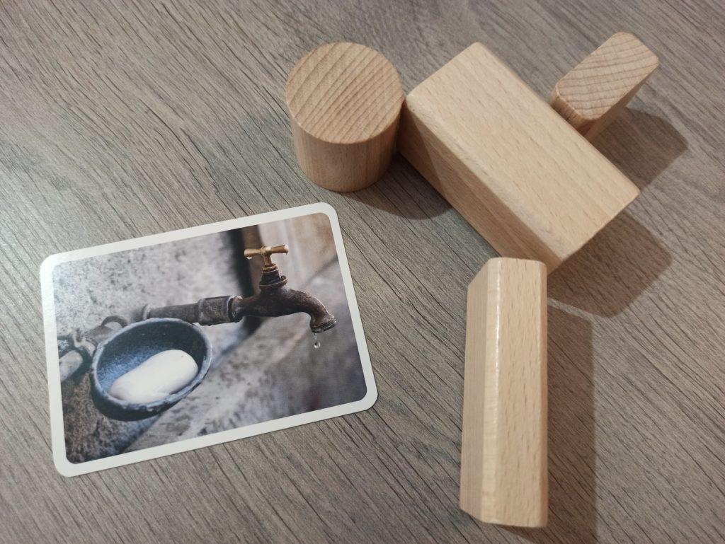 Représentation d'un robinet avec des cubes