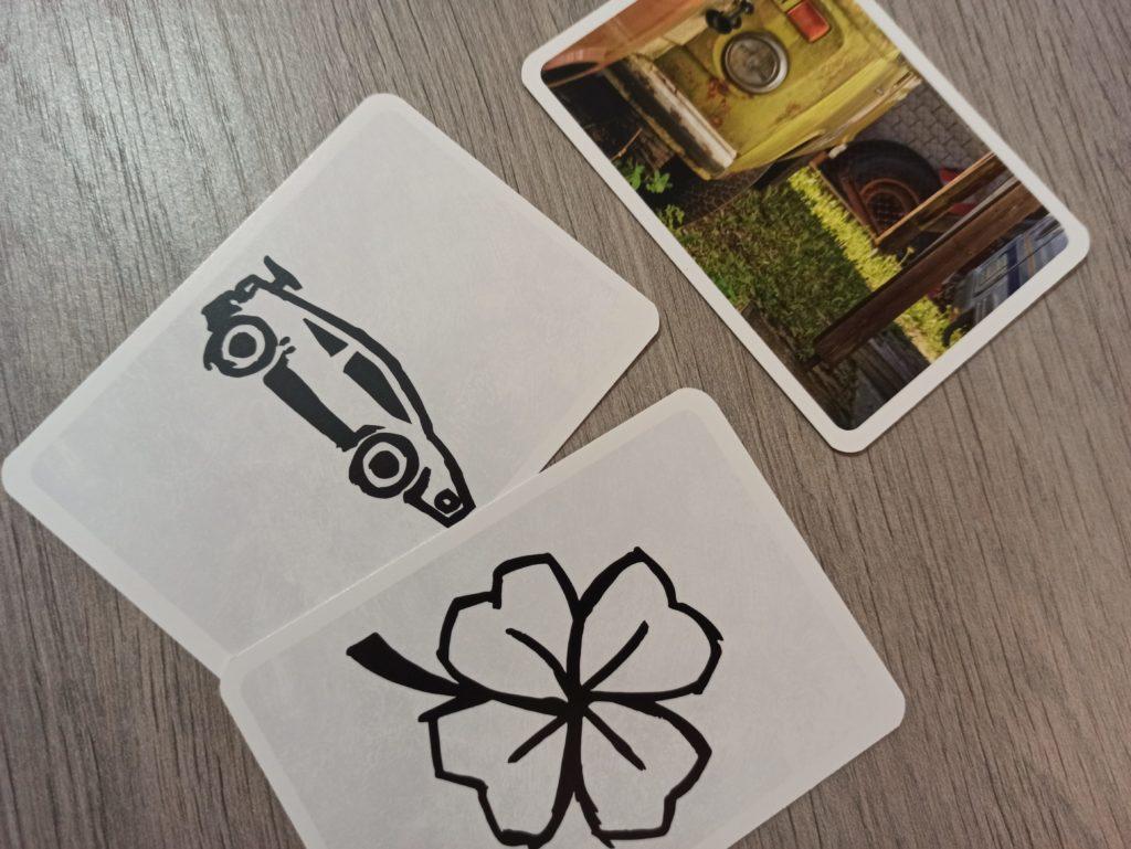 Représentation d'un camion avec des cartes